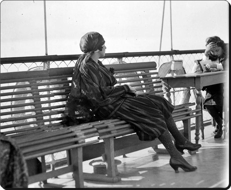 Ada-Vapurunda-Bir-Kadin-1920ler