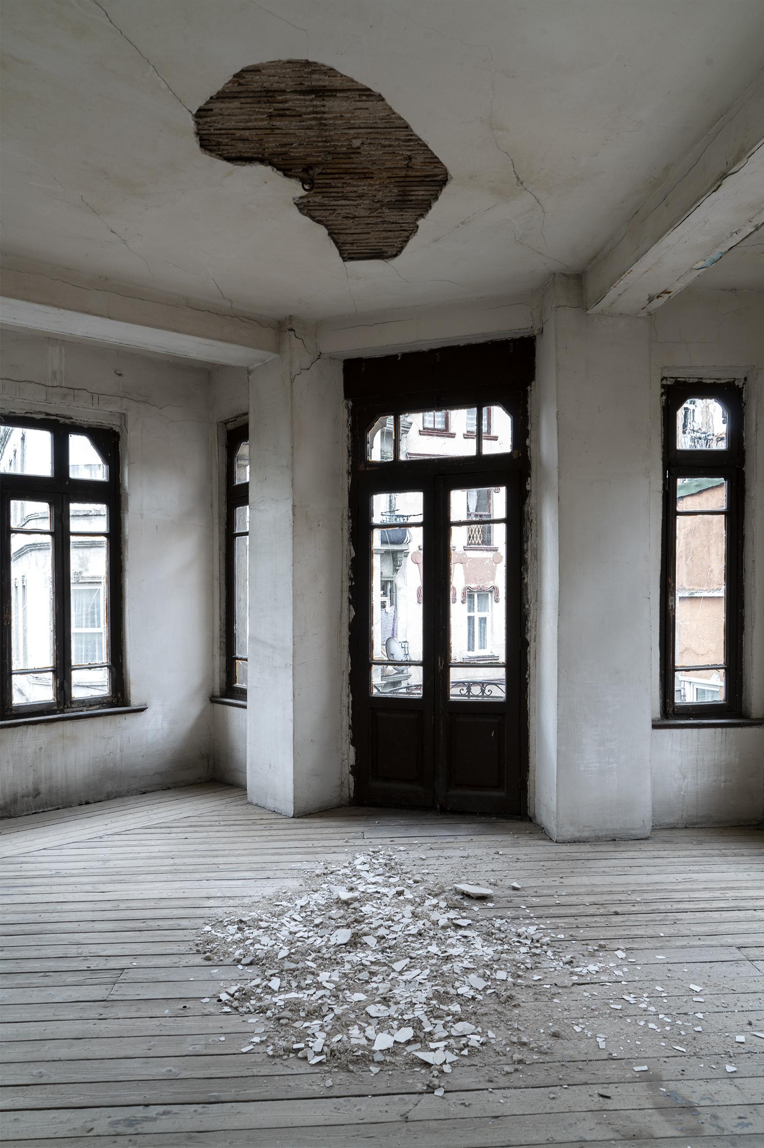 Gian-Maria-Tosatti-Kalbim-Ayna-Gibi-Bos-–-Istanbul-Bolumu-2021-6